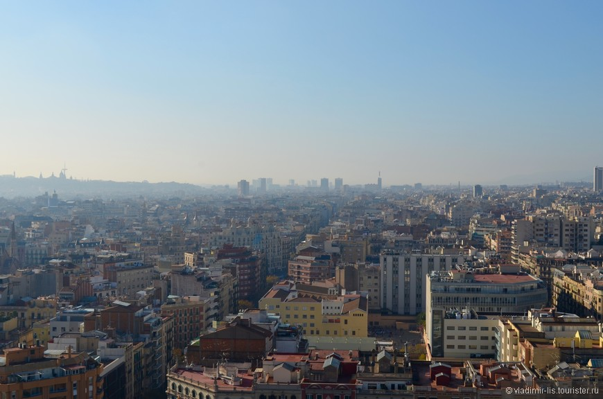 С башен Саграды открывается панорама на город