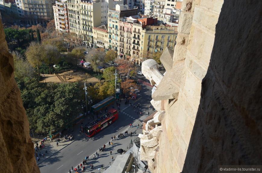 Мой спаситель - автобус Barcelona City Tour... Когда уже не держали ноги, воспользовался услугами данной фирмы. Два дня автобусы возили по главным достопримечательностям Барселоны. Удобно)