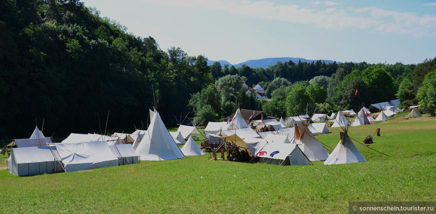 Вся территория превращается в исторический лагерь вестерна.