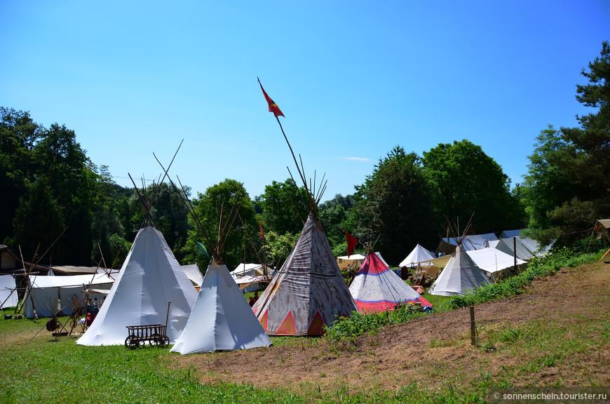 Около 120 палаток разбили в лагере.