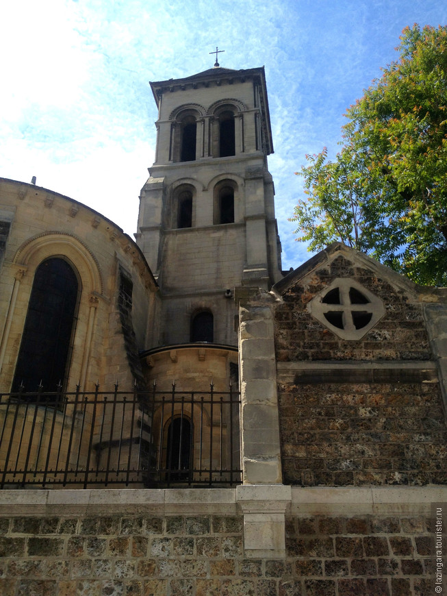 Церковь Сен-Пьер-де-Монмартр - всё, что осталось от бенедиктинского монастыря, с которого начиналась деревня Монмартр