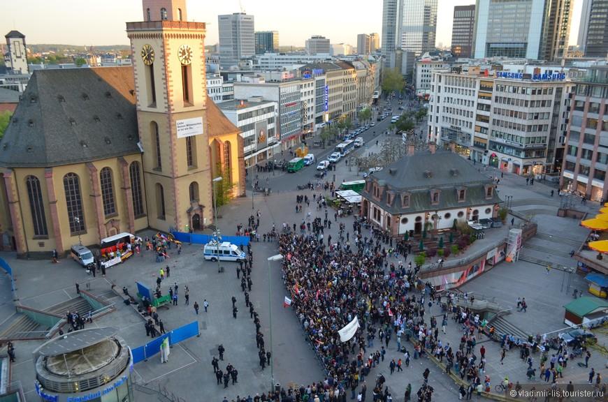 Была небольшая манифестация на центральной площади Hauptwache