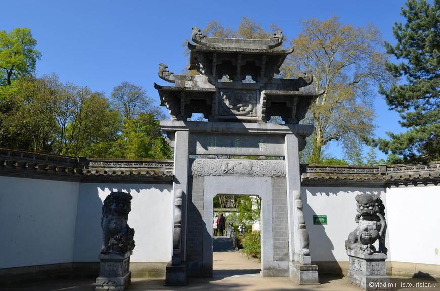 Удалось увидеть роскошный парк Бетман с изумительным китайским садом и пагодой