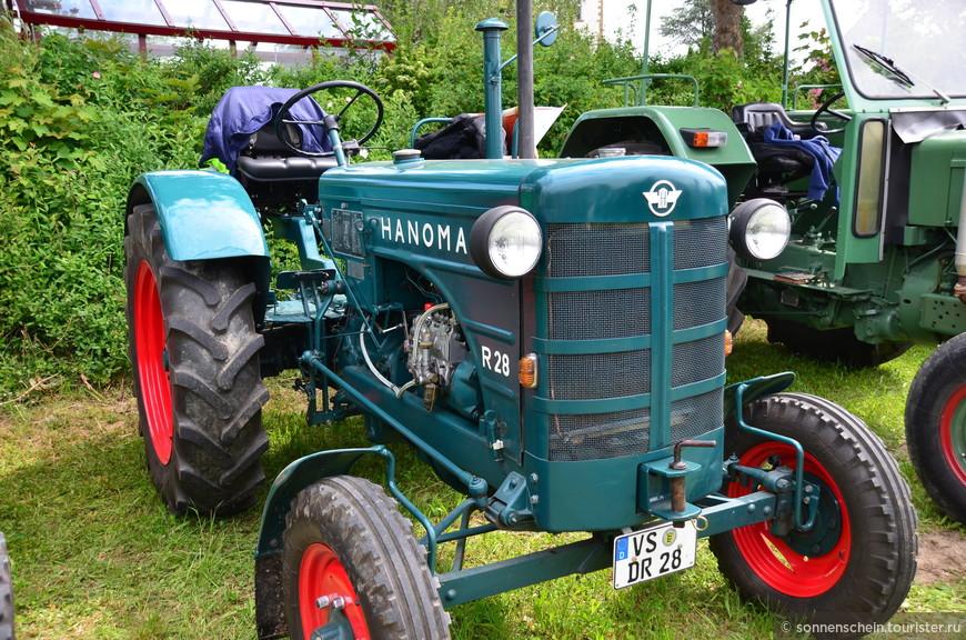 В деревушке Мюльхаузен недалеко от границы между Германией и Швейцарией проводилась выставка-слёт любителей ретро автомобилей и старой сельскохозяйственной техники. На огромном поле разместились более тысячи экспонатов техники. Вход был платный, 4 евро с человека.