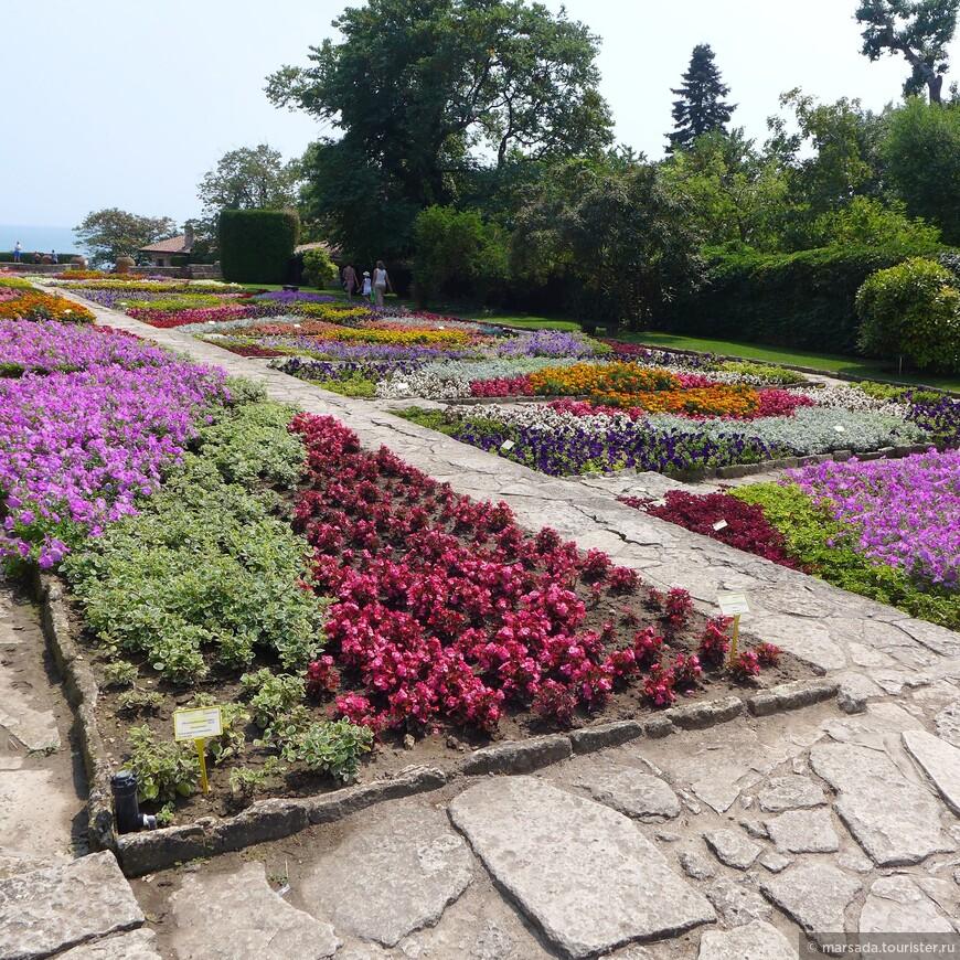 Дворцовый парк - подражание известному из древнегреческой мифологии критскому лабиринту
