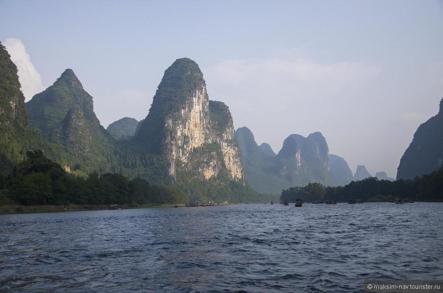 А вот строки из стихов современного китайского поэта Хэ Цзинчжи: «Боги в облаках, Бессмертные в клубящемся тумане, сколь величественны горы Гуйлиня! Сколь бурны и сказочны , вы, воды реки Лицзян!»