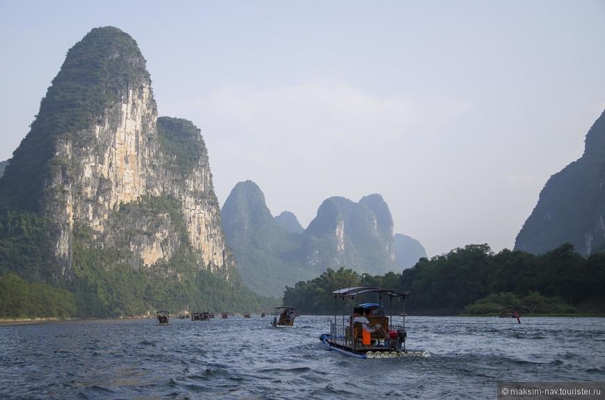 Река изобилует отмелями, на небольшом участке от Гуйлиня до Яншо (немногим более 80 км.) насчитывается более 3-х тысяч отмелей.