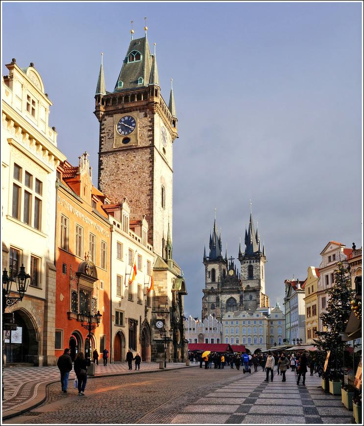 Центр Старого города во всей своей красе, в лучах восходящего солнца.