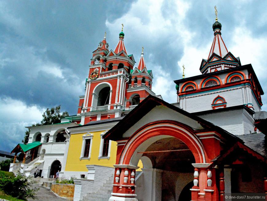 В 1398 году под Звенигородом на высоком берегу Москвы-реки на горе Стороже монах Савва,  ученик преподобного Сергия Радонежского, основал монастырь