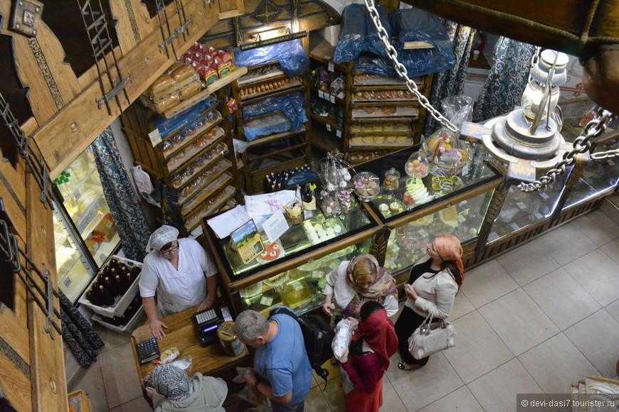 Магазин с изобилием вкуснейшей монастырской выпечки - кулинарный рай для неравнодушных к мучному и равнодушных к талии
