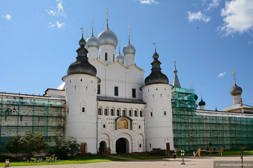 Соборная площадь Кремля, Святые ворота.