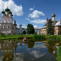 Вид на западную сторону Кремля через пруд...