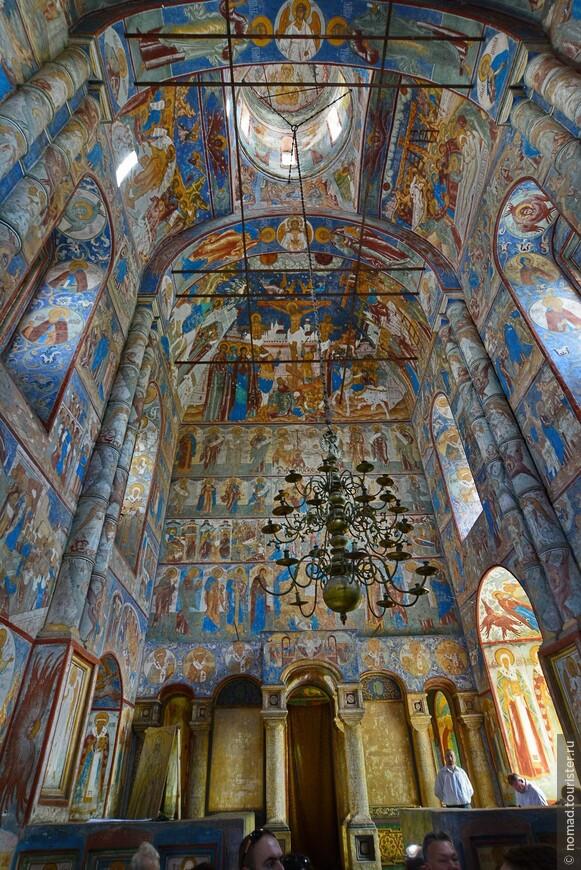 Кремль, Владычий двор, фрески в церкви Воскресения