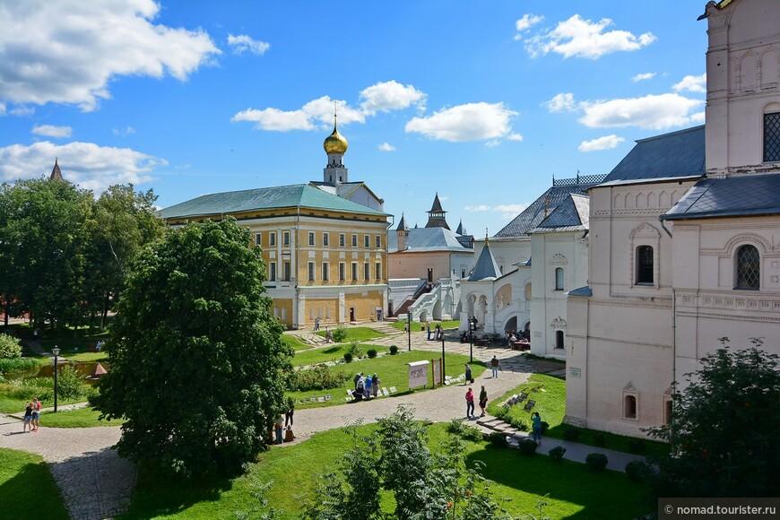 Кремль, вид на Владычий двор с крепостных стен