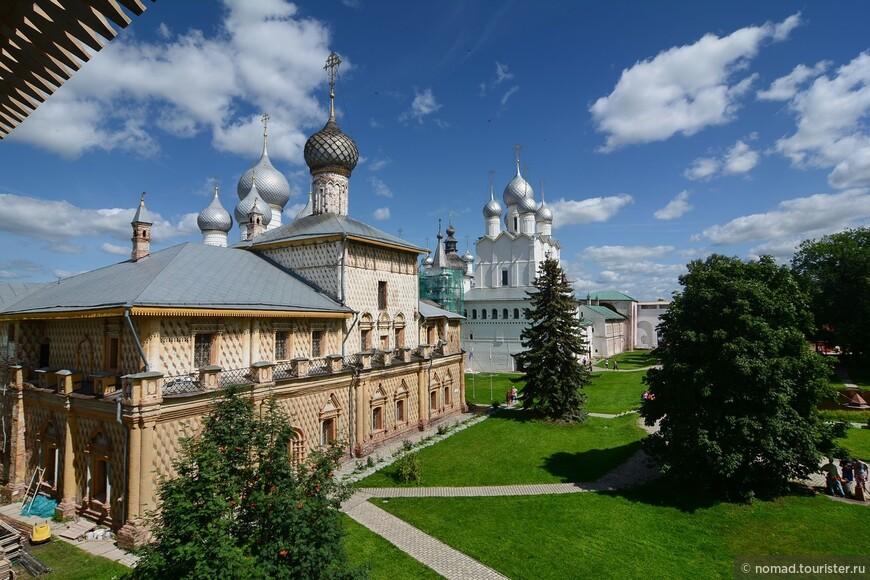 Кремль, вид на вид на церковь Одигитрии с крепостных стен