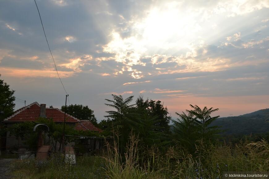 Спать в Болгарии казалось мне просто преступлением, все самое красивое там можно было увидеть на рассвете. И главный утренний бонус - отсутствие людей.