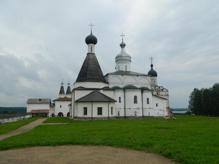 Сам монастырь довольно маленький, но очень красивый