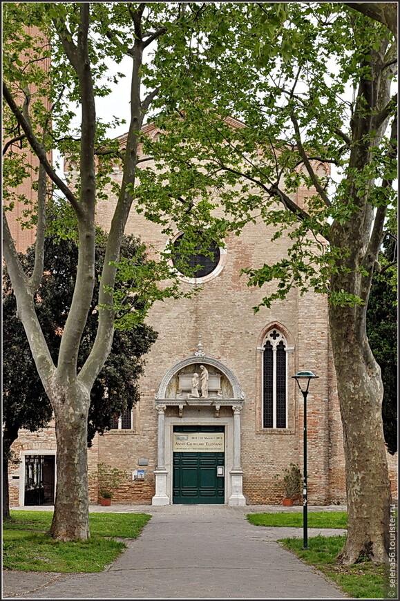В 1211 году в монастырь, который был тогда на этой части  острова, были привезены мощи святой Елены, матери  римского императора  Константина.