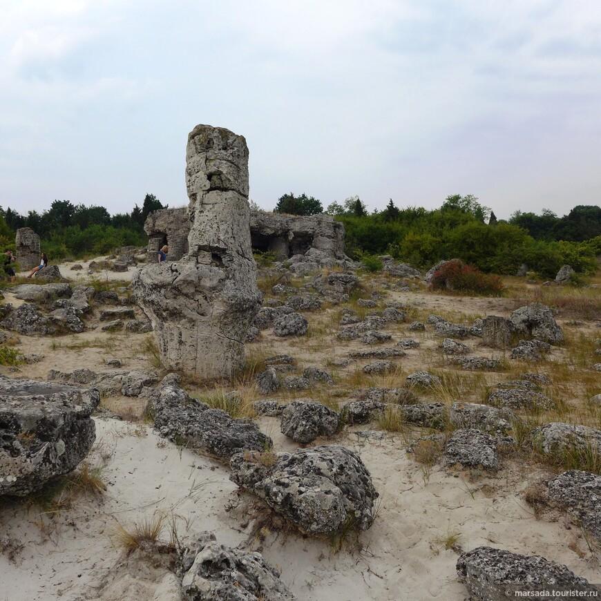 Вернусь к гипотезам.  Следующая на мой взгляд бредовая идея - появление этих камней как элементов космодрома, построенного инопланетянами на заре развития человека, или остатков храмов (или обсерваторий) внеземного происхождения.