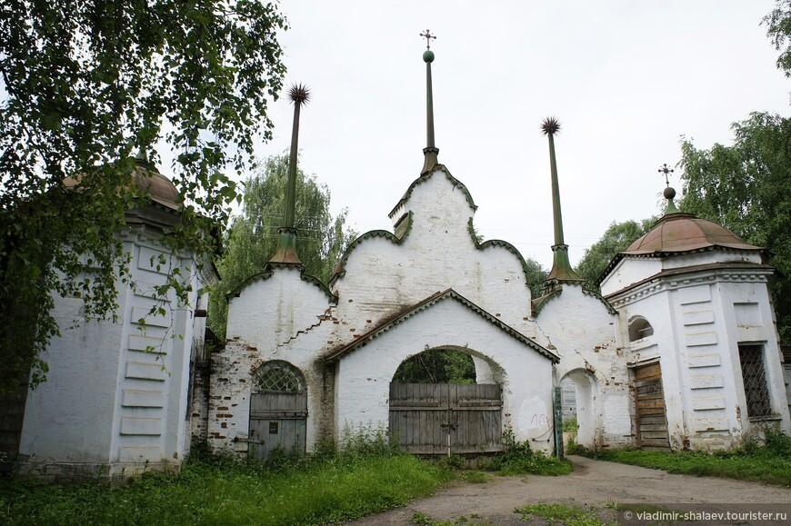 Главные ворота монастыря.