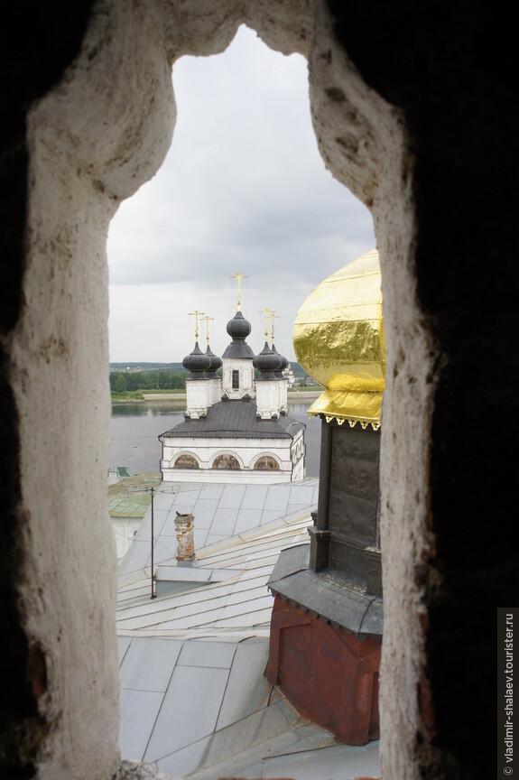 А теперь можно подняться на колокольню Успенского собора (кстати, работает только в летнее время).