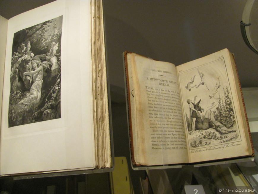 В Шекспировском центре работает несколько выставок, посвященных писателю.