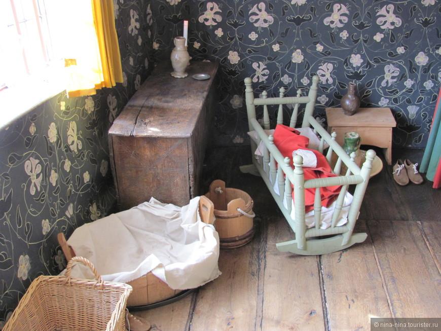 Колыбелька маленького Уильяма и предметы быта семьи Шекспира