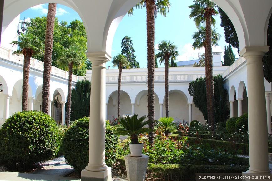 Картинки ливадийского дворца во дворе