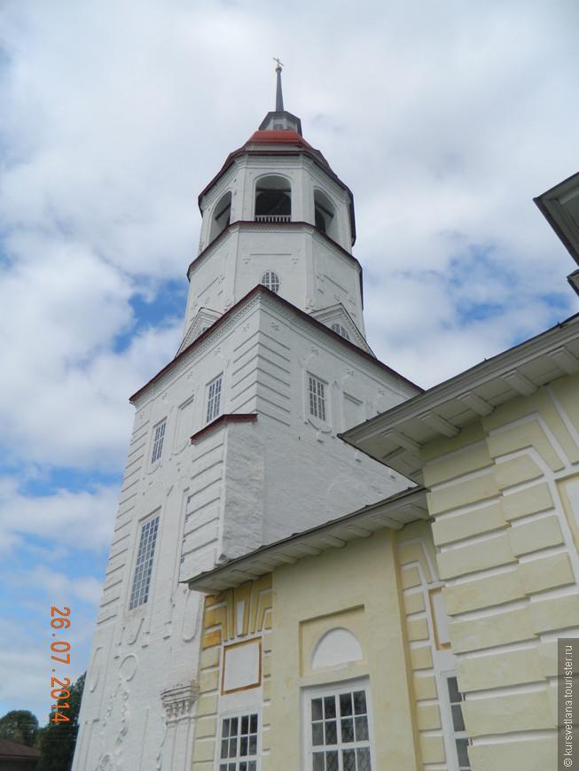 Успенский храм. Здесь находится музей церковной старины, на колокольню можно подняться и посмотреть на город с высоты.