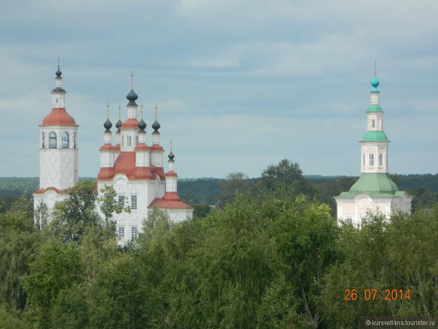 Вид с колокольни на тотемские храмы