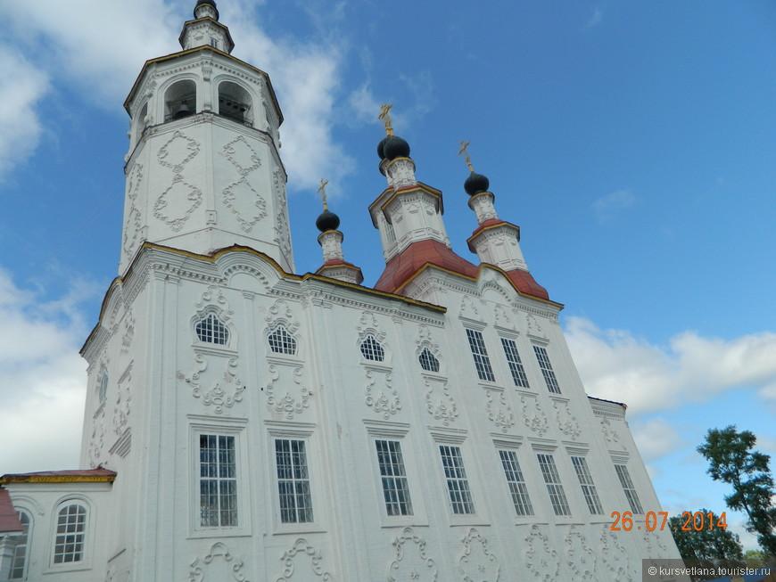 """Входоиерусалимская церковь построена в стиле так называемого """"тотемского барокко"""". Орнаменты на фасаде """"картуши"""" очень красивы, придают храму воздушный, кружевной вид"""