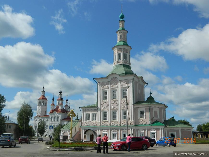 В городе потрясающе красивые храмы
