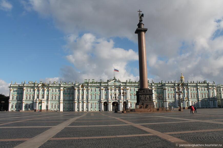 Дворцовая площадь (с 1918 до 1944 площадь Урицкого) — главная площадь Санкт-Петербурга, архитектурный ансамбль, возникший во второй половине XVIII — первой половине XIX века. Включена в Список объектов Всемирного наследия ЮНЕСКО.