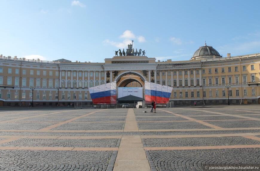 Здание Главного штаба — одно из зданий, формирующих ансамбль Дворцовой площади, было построено в 1819—1828 гг. по проекту К. И. Росси.