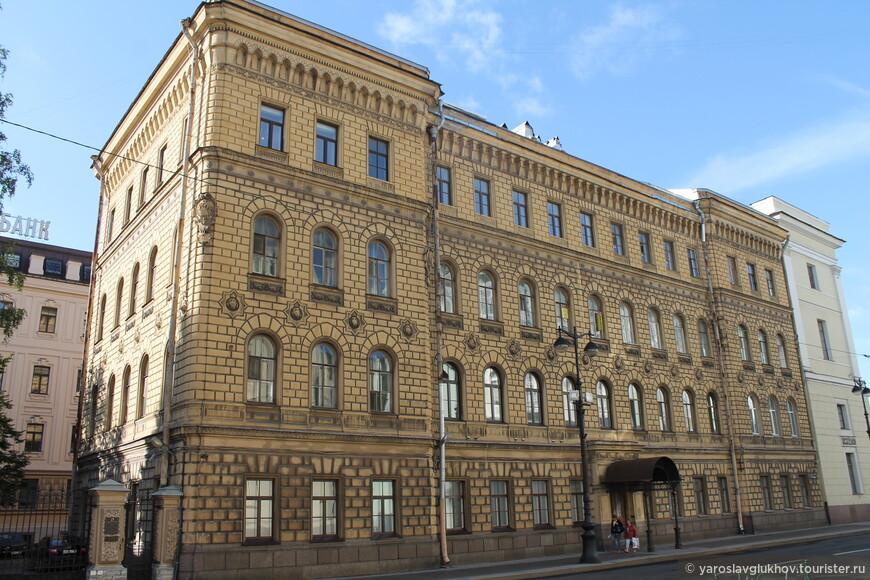 Жилой дом Штаба Гвардейского корпуса на Милионной улице.