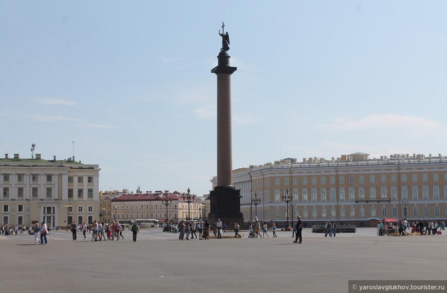 Высота Александровской колонны — 47,5 метров.