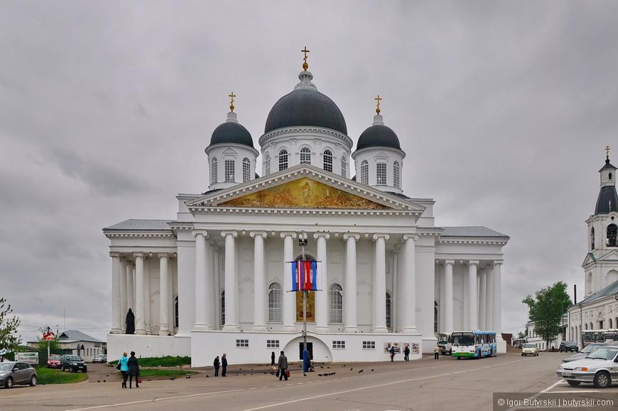 02. Воскресенский собор – самый большой в городе и, наверно, во всей Нижегородской области.