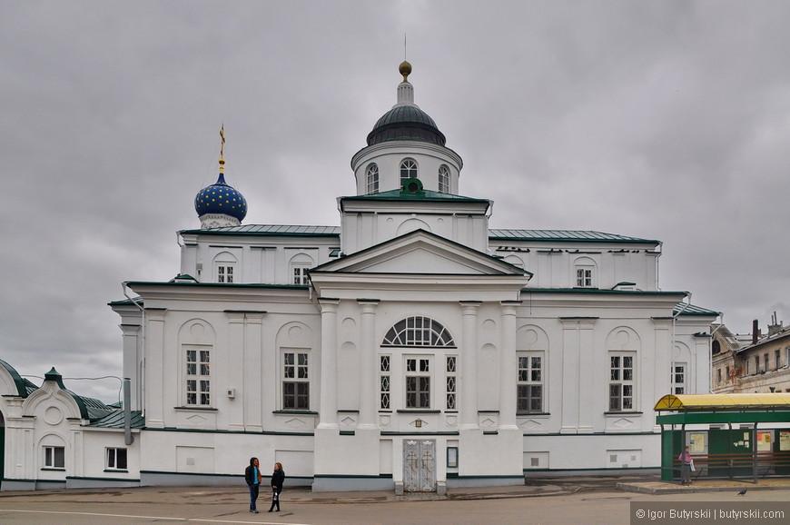 03. Сильно удивляет компактность расположений храмов на соборной площади. Все выглядит так, как будто соборную площадь (вместе со зданиями) строили в советском союзе.