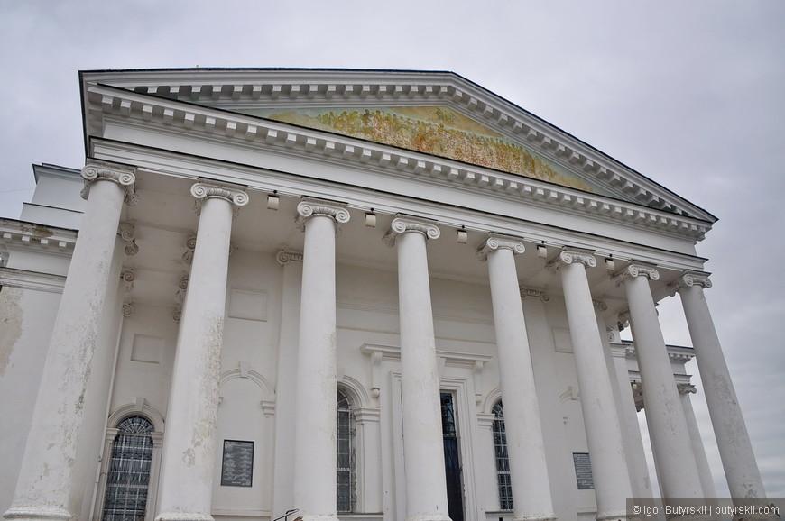 07. Воскресенский собор 1842 года постройки. Высота здания 46 метров, он является доминантой центральной площади города.