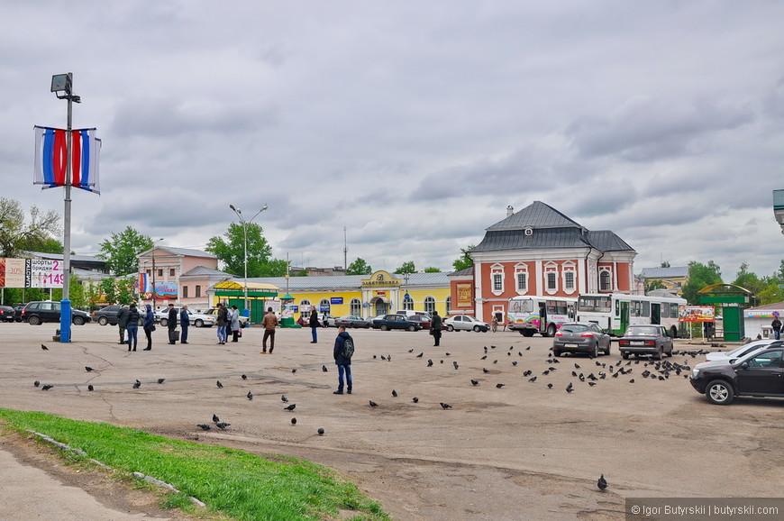 13. Соборная площадь города. Много голубей – это очень плохо, от них надо избавляться.