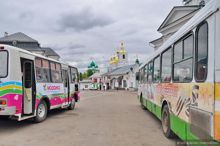 17. Обязательный кадр из Арзамаса – церкви и ужасные автобусы.