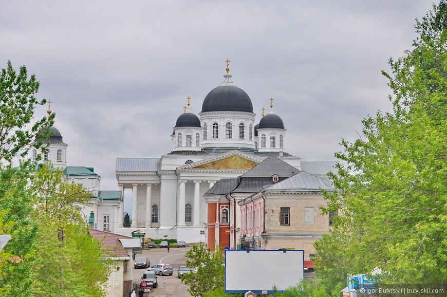 21. Красное здание снизу – Магистрат (середина 18 века).