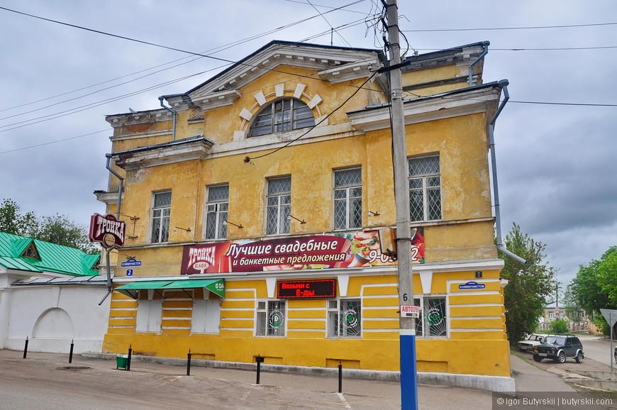 22. Советские здания тоже очень симпатичные, без излишней помпезности и огромных размеров.