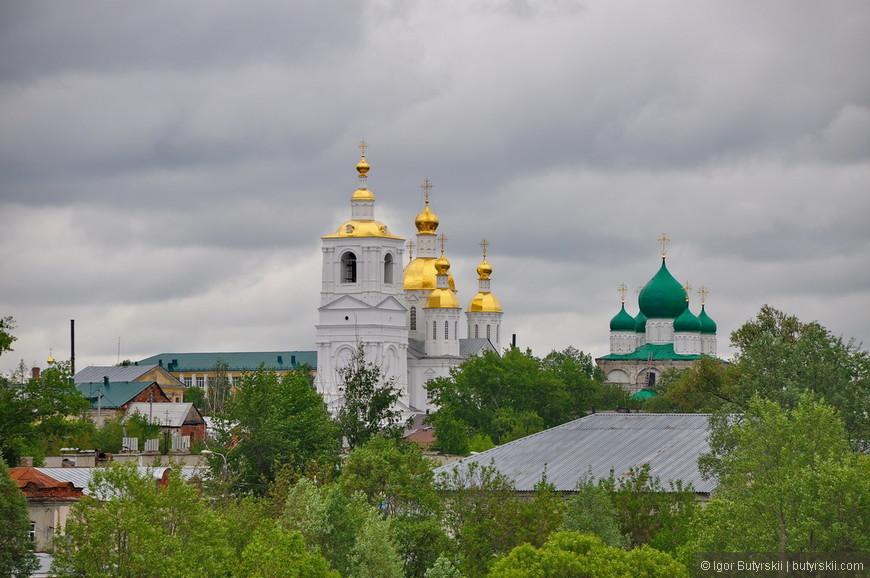 27. Город сочетает в себе церковное и советское наследие одновременно, очень редкое сочетание.