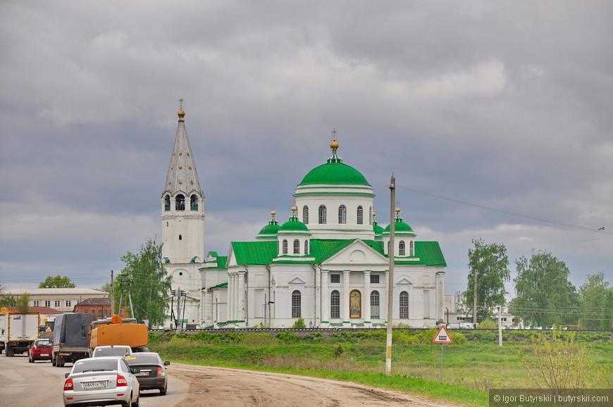 29. Крупные церкви можно увидеть и отъехав от центра.