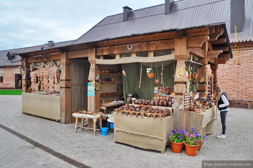 07. Сувенирные лавки на территории основной туристической части Свияжска.