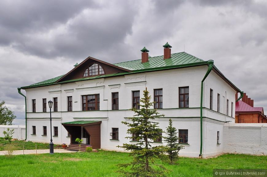 13. Много старинных зданий, все хорошо отреставрированы.