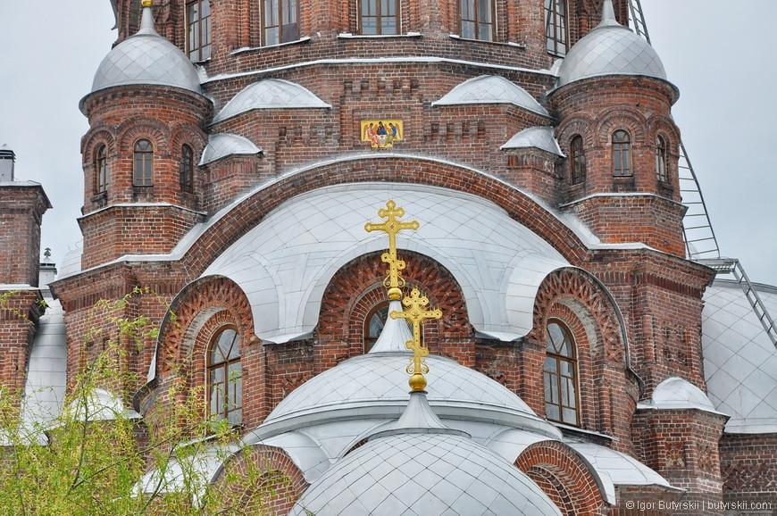 17. Именно это кирпичное здание было построено с 1898 по 1906 год архитектором Ф. Н. Малиновским.