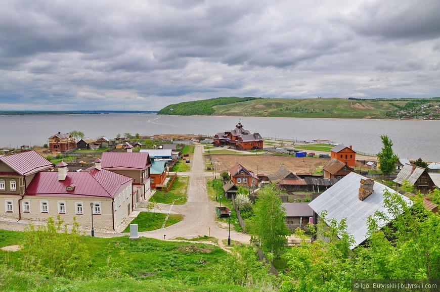 24. Жилые дома на острове, жилья не много, но встречаются дома часто.