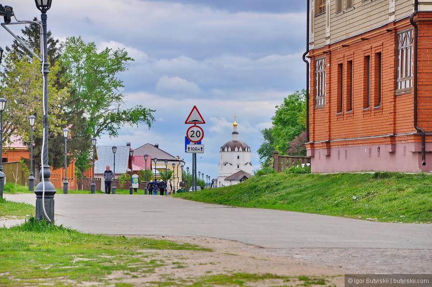 33. Из-за туристов скорость движения по городу часто не превышает 20 км/ч. Дополнительные ограничения.